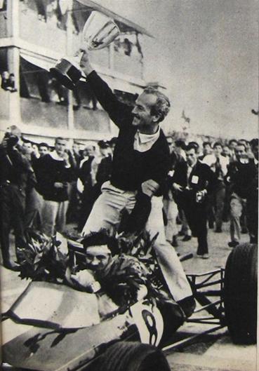 Colin Chapman y Jim Clark, Monza 1963, han logrado su primer campeonato mundial