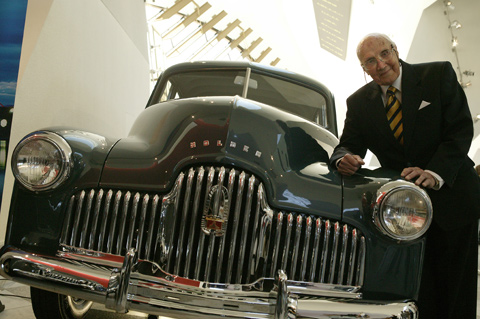 Jack Rawnsley, one of the Australian engineers 1946 Holden Prototype No. 1 at the National Museum in 2004. Photo George Serras