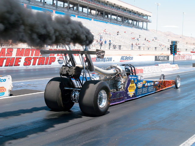 0709dp_08_z+bentz_racing_team_7_second_diesel_dragster+rear_view