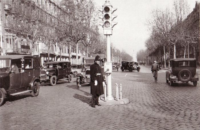 1930s Semáforo controlado manualmente por Guardia Urbana (Barcelona)