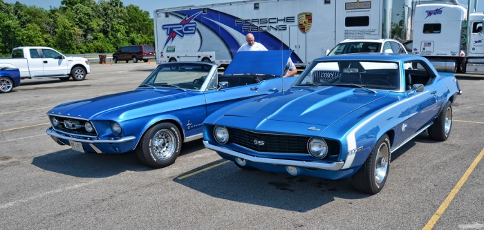 Ford Mustang vs Chevrolet Camaro (Foto Chad Horwedel en flickr)
