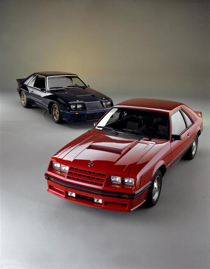 1982-Ford-Mustang-GT_01-800