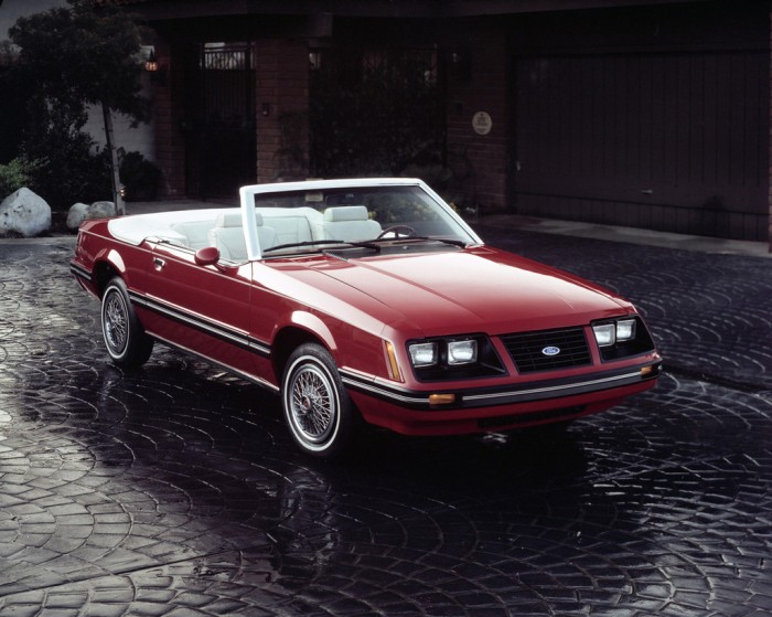 1983_ford_mustang_gt_convertible