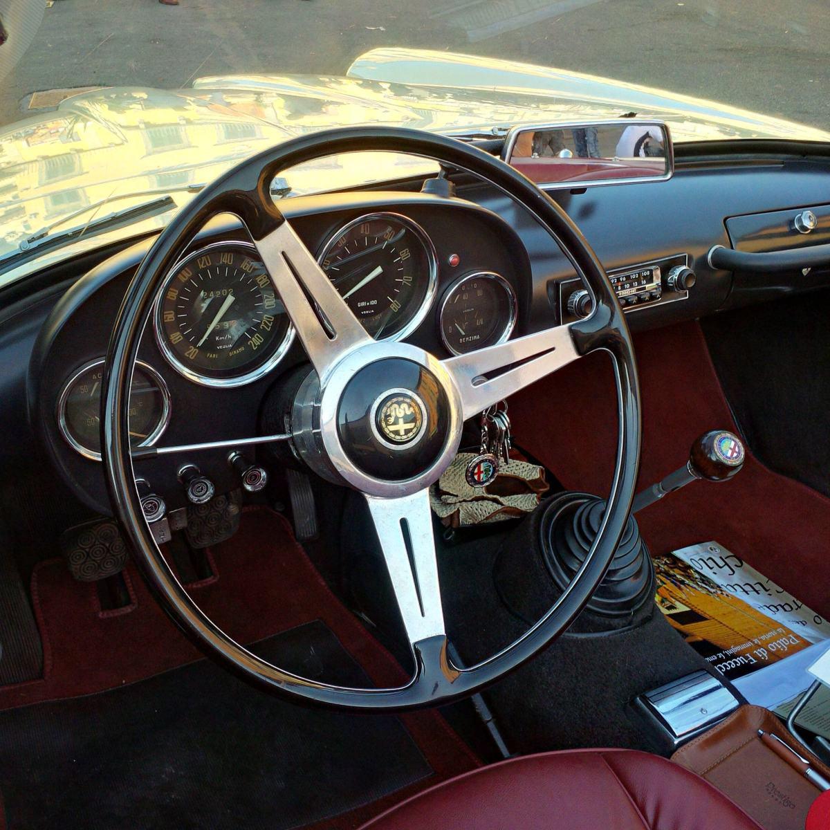 Alfa Romeo Giulia Spider Touring